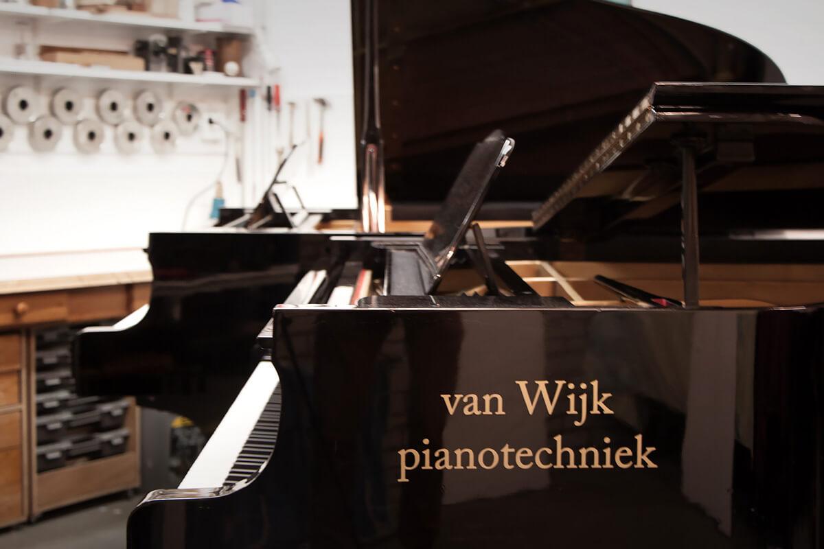 atelier-verkoop-pianos-vleugels-middel